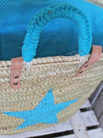 Capazos de mimbre decorados a mano para la playa: In-Diana.